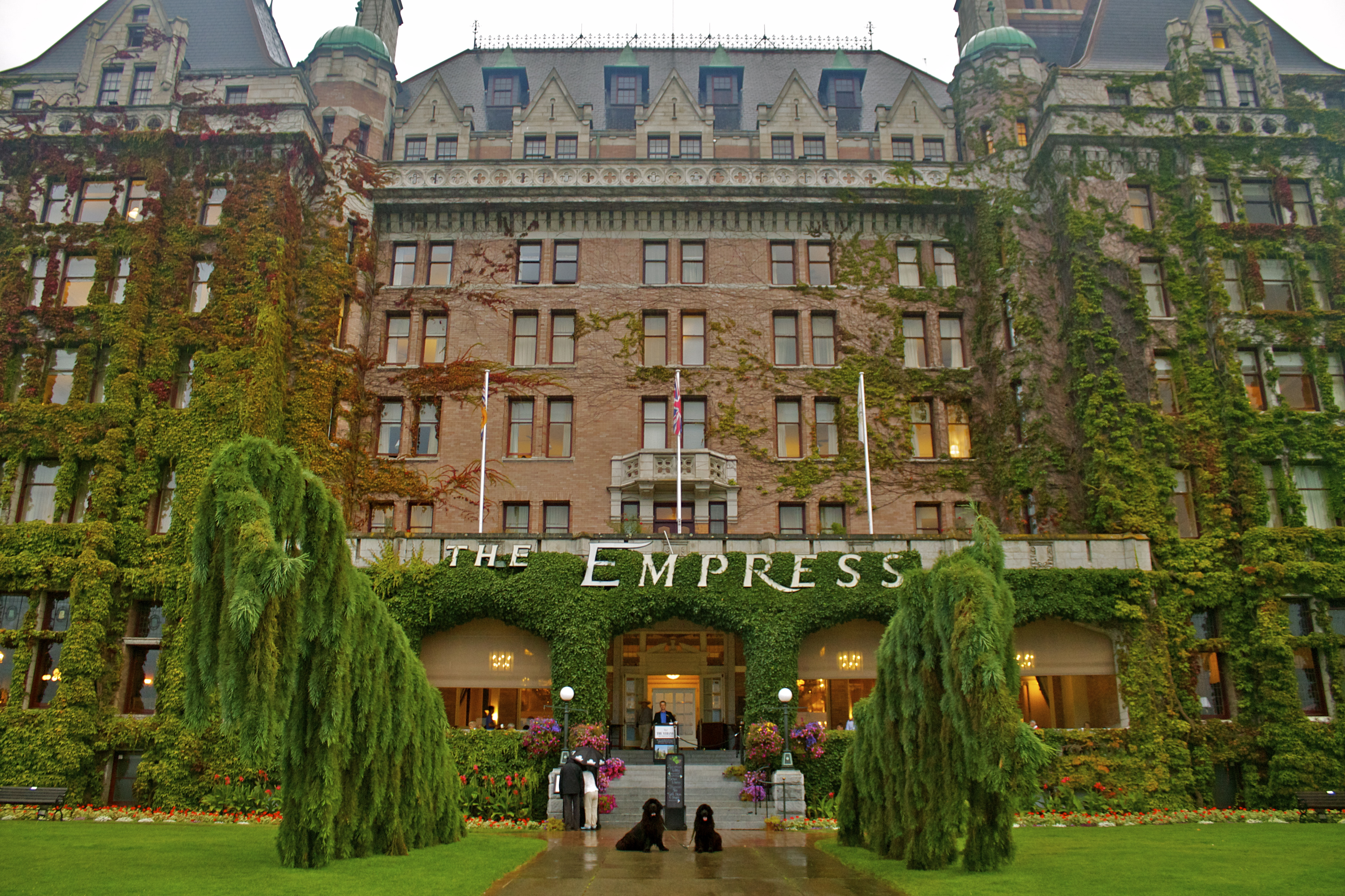 Victoria S Fairmont Empress Her New Owner The Bosa Family Mortgage Broker British Columbia Oake