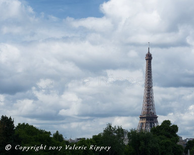 Eiffel Tower horizontal.jpg