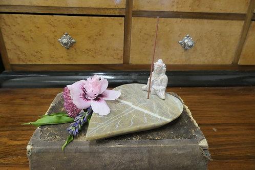 Räucherstäbchenhalter Buddah auf Blatt