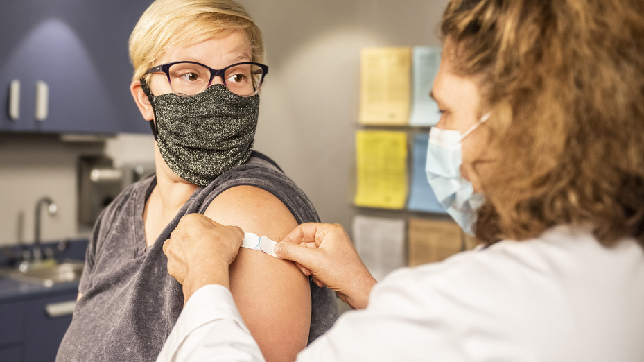 'Vaccine refuseniks are playing Russian Roulette with their health'