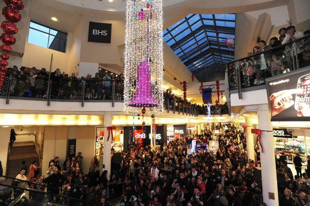 Coronation Street's Jason Grimshaw turns on the Uxbridge Christmas Lights