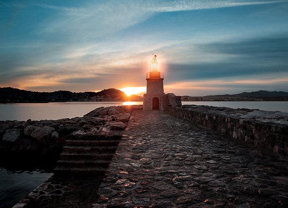 Le phare et son soleil.