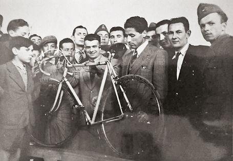 1947 Cinelli.jpg