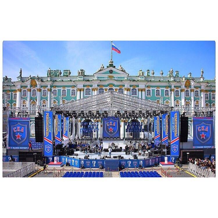 Сцена дворцовая площадь