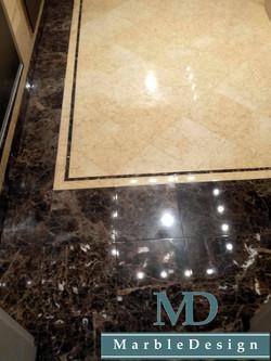 Мраморный пол с фризом из мрамора