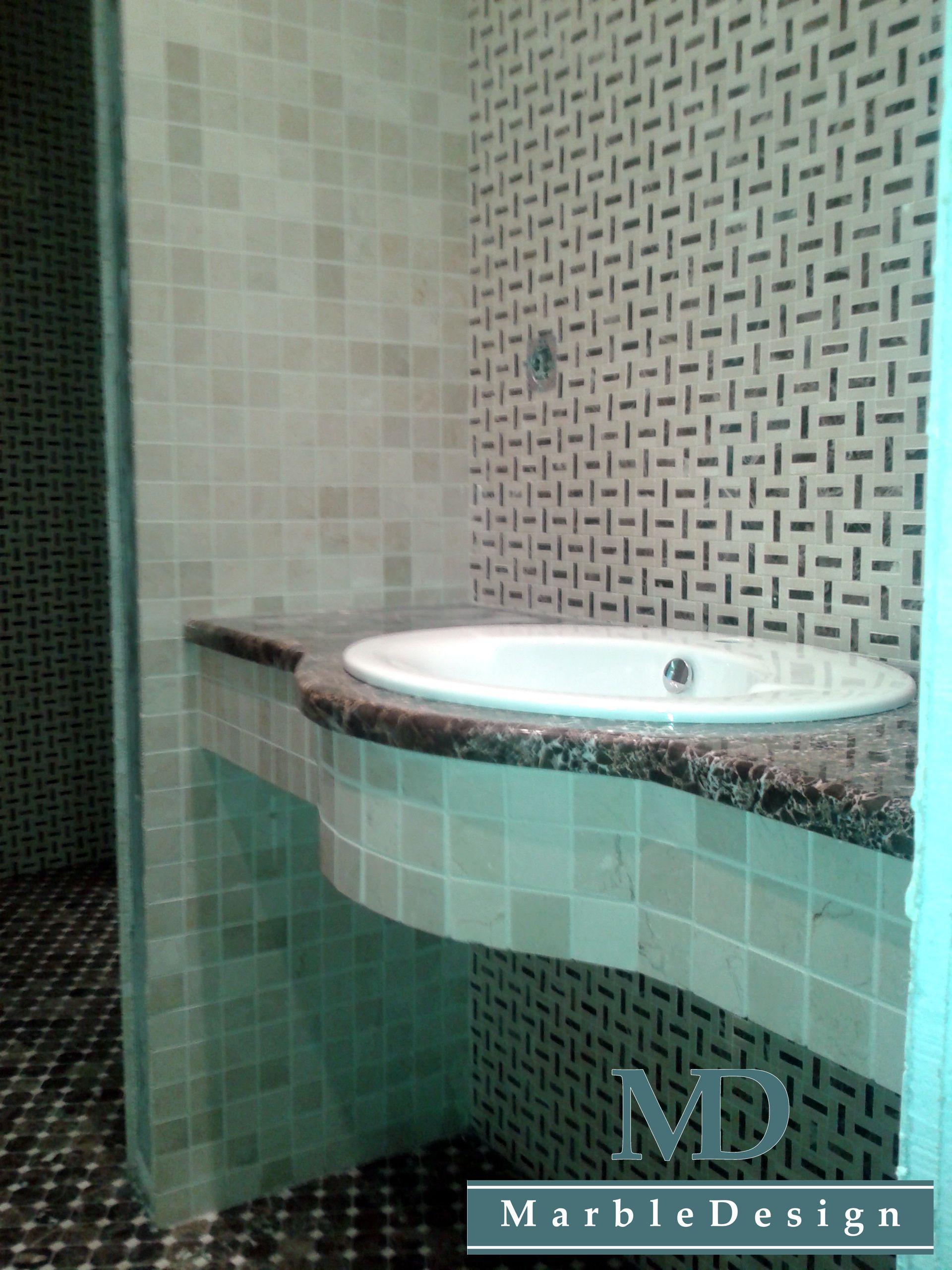 Столешница в ванной из мрамора