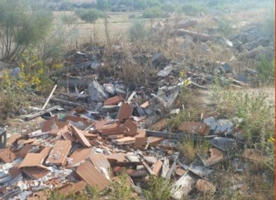 Vertido de escombros y basura en un espacio natural de Boadilla