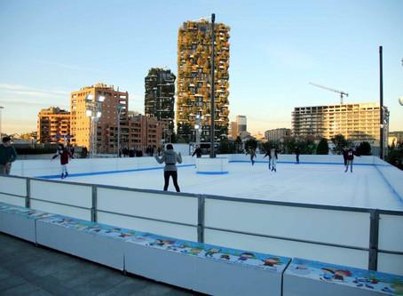Gae Aulenti On Ice: une patinoire au milieu des gratte-ciels