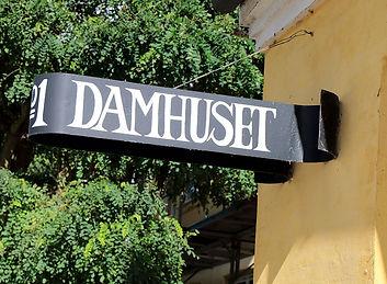 damhuset_butik_navneskilt.jpg