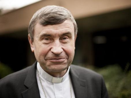 L'Evêque de Saint-Denis, Monseigneur Delannoy rend visite aux élèves des  camions de l'Aset