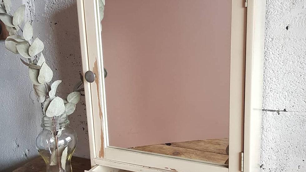 Ancienne armoire a pharmacie