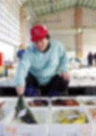 五島くんせい工房の鮮魚仲買人