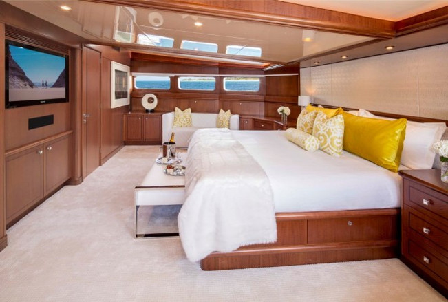 Luxury-yacht-AT-LAST-Master-suite-665x44