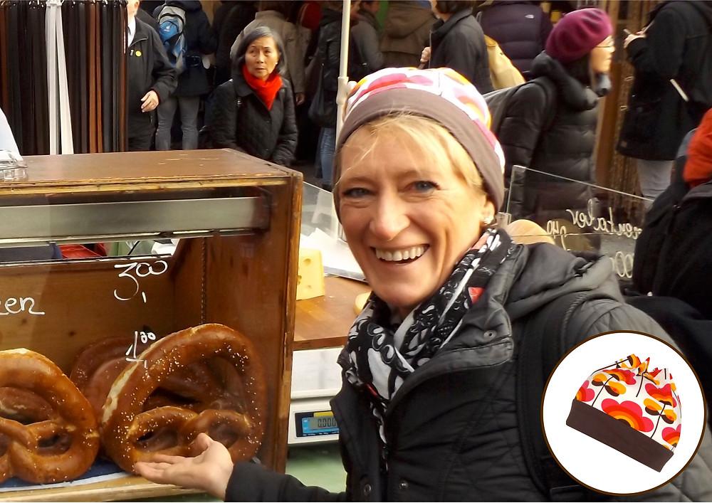 Feedback. Renette mit Mütze auf der Auer Dult. Sixx-Zagg-Mützen von prettybanana.com. Deine individuelle Mütze aus München.