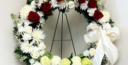Sympathy Wreath White w Roses  DANS  GALLERY 210630.jpg