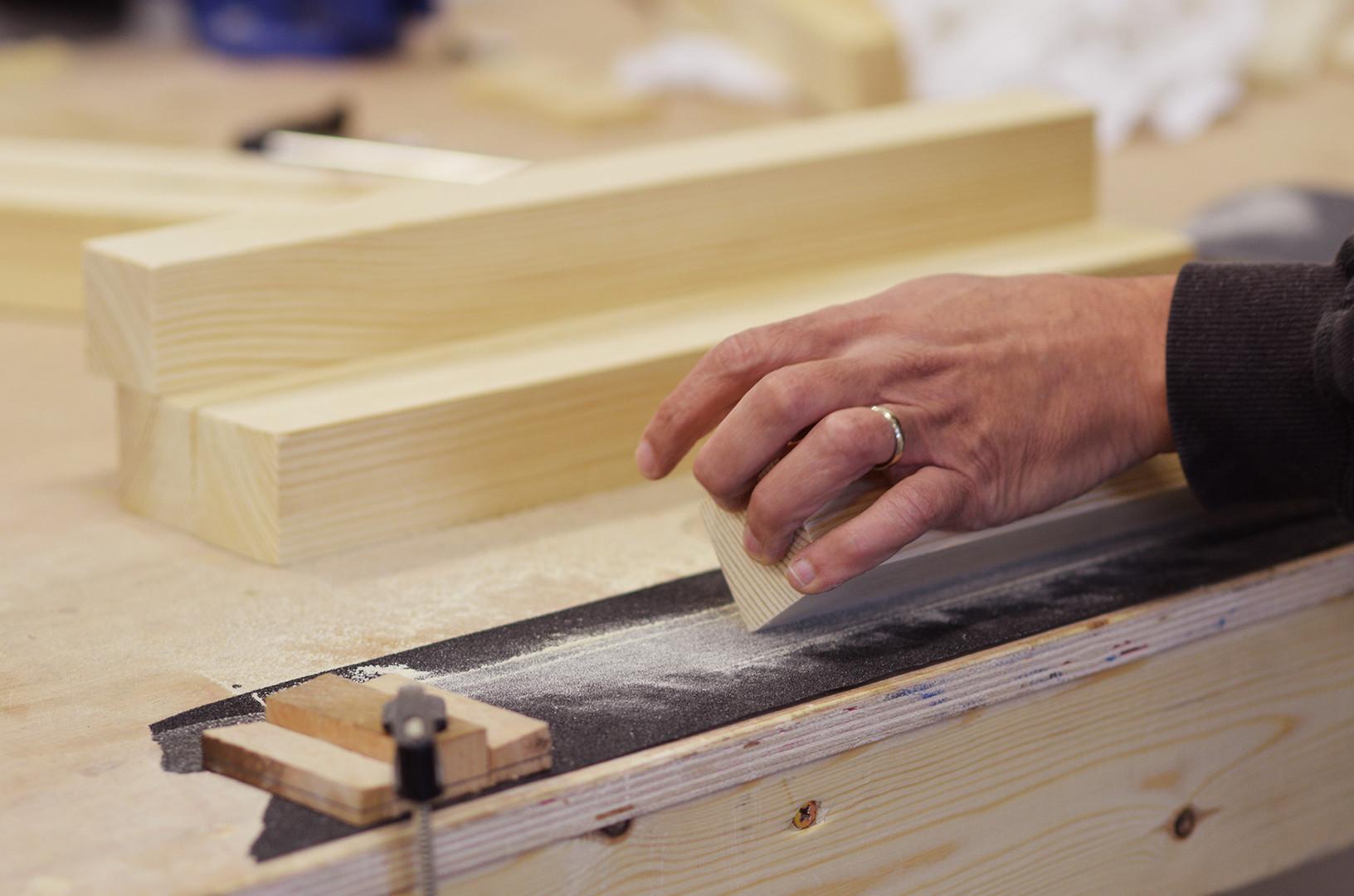 בניית רהיט מעץ מלא