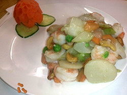 58B. King Prawns with Cashew Nuts in White Wine Sauce