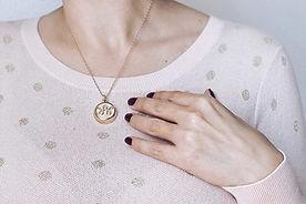 Invisawear-necklace-600_tcm18-306593.jpg
