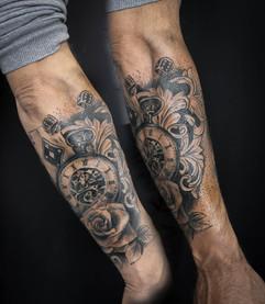 Tatouage montre rose