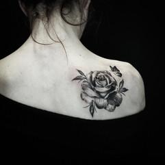 Rose tattoo papillon