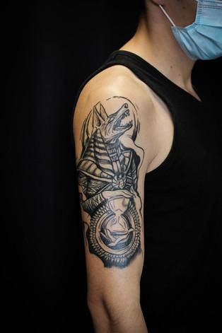 Dieu égyptien tatouage