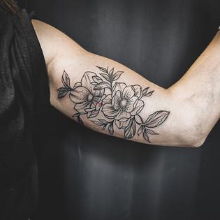 fleurs tatouage femme