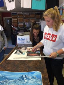 Kalli cutting her shirt print