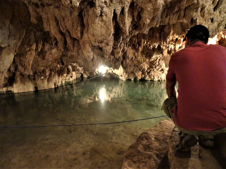 Uku Cuzam cave pool