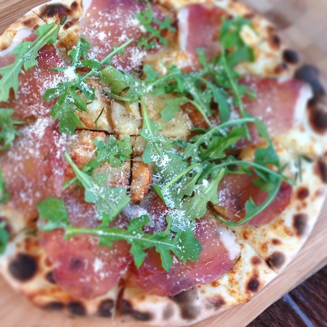 roasted potatoes, rosemary, parmesan, lonza, rocket w truffle oil #ilcarrettopizza #sourdoughpizza #