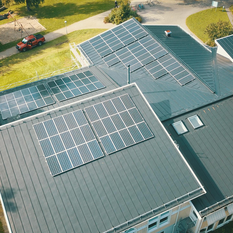 solceller axitec på skoltak