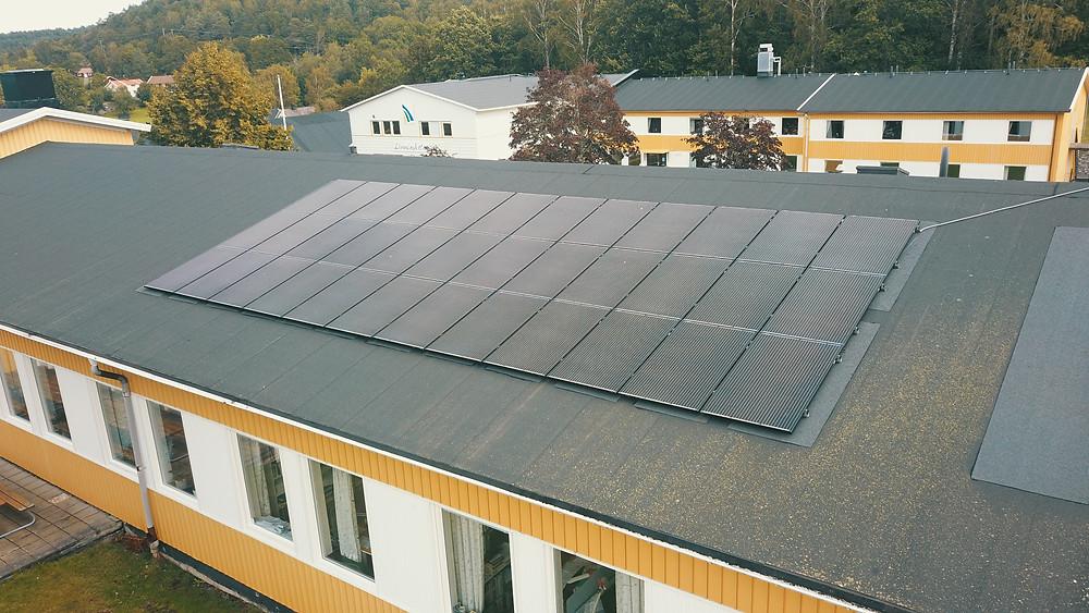 Solceller installerade med CW lundbergsplattan på papptak