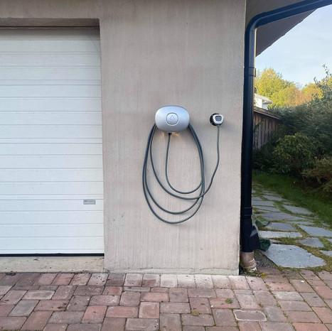 Vi installerar många Charge Amps laddboxar