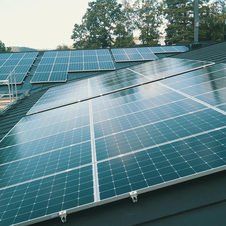 solceller på plåttak