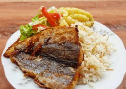 almuerzo-de-pescado-merluza-frito-foto-p
