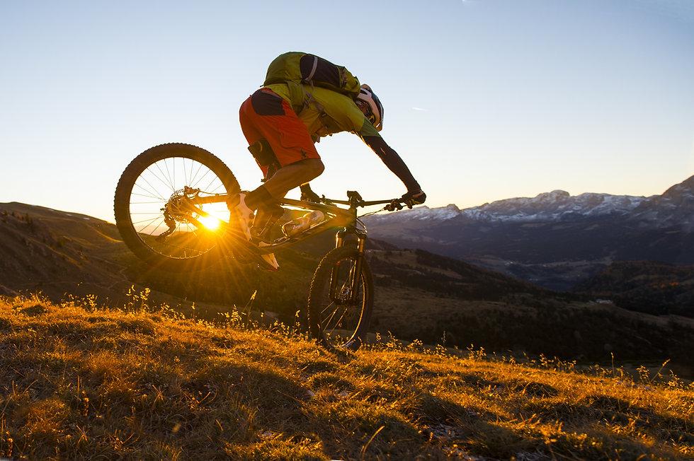 mountain-biking-desert