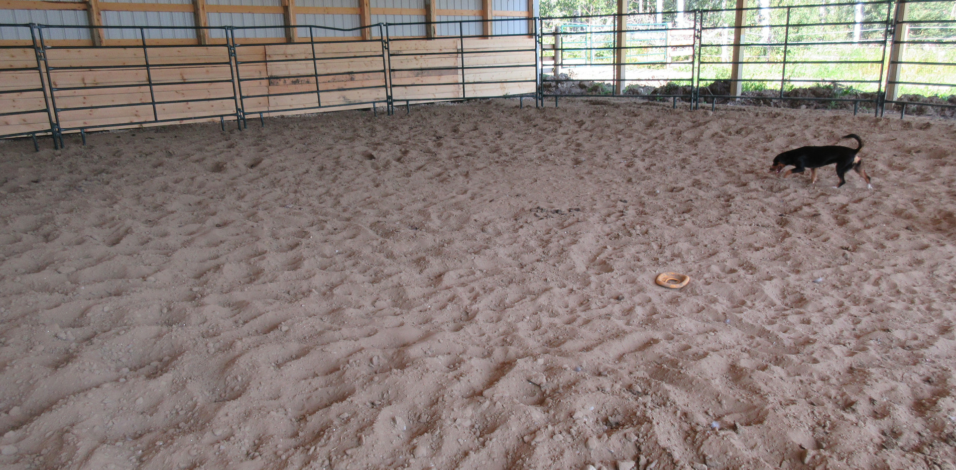 Round pen footing