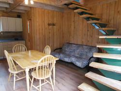Salle à manger et escalier