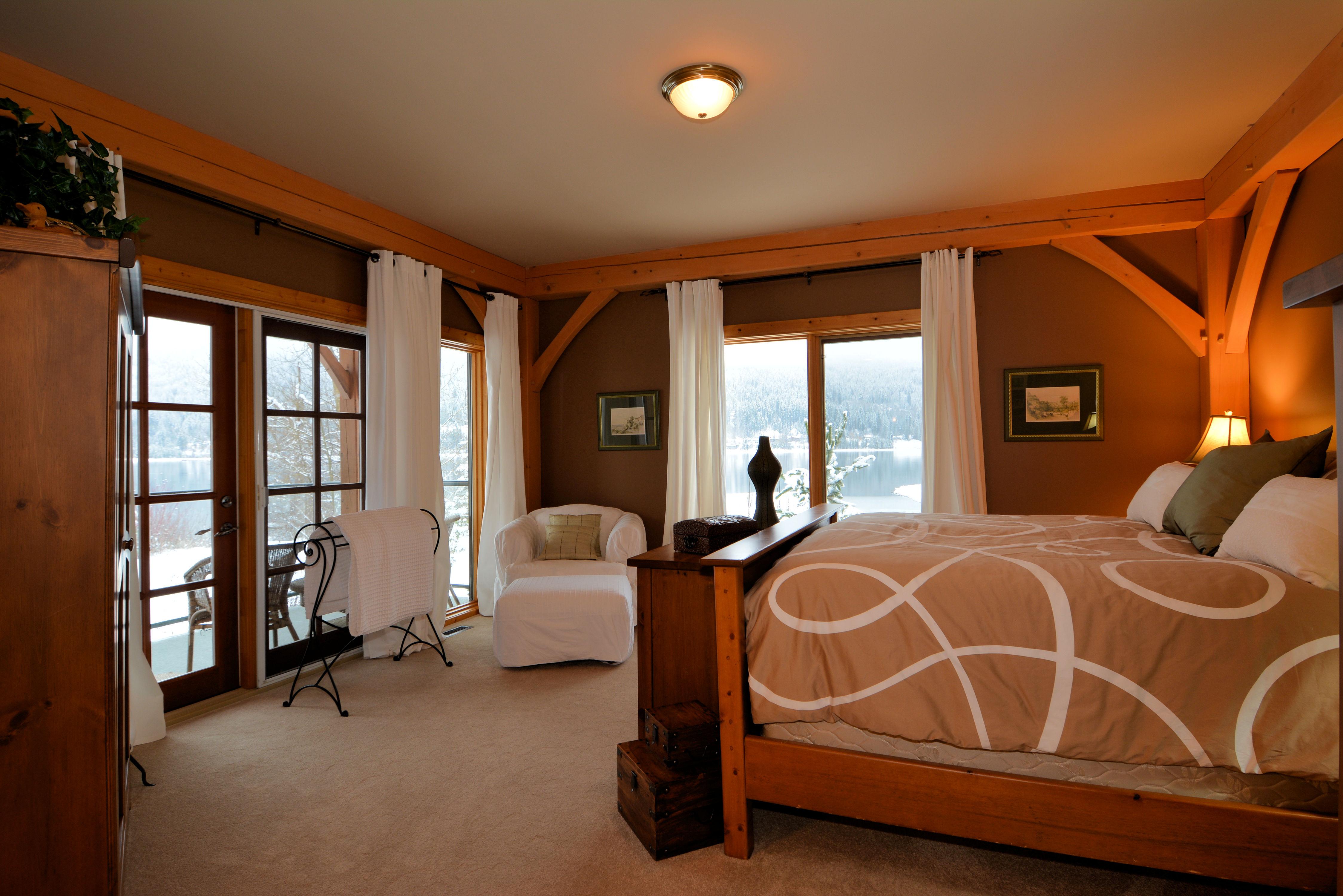 Master Bedroom: 15'  x16'