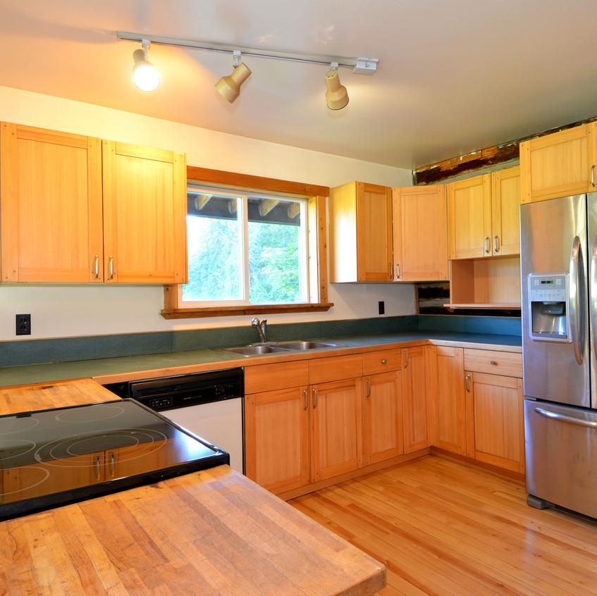 6090 Slocan River Road Kitchen (5)