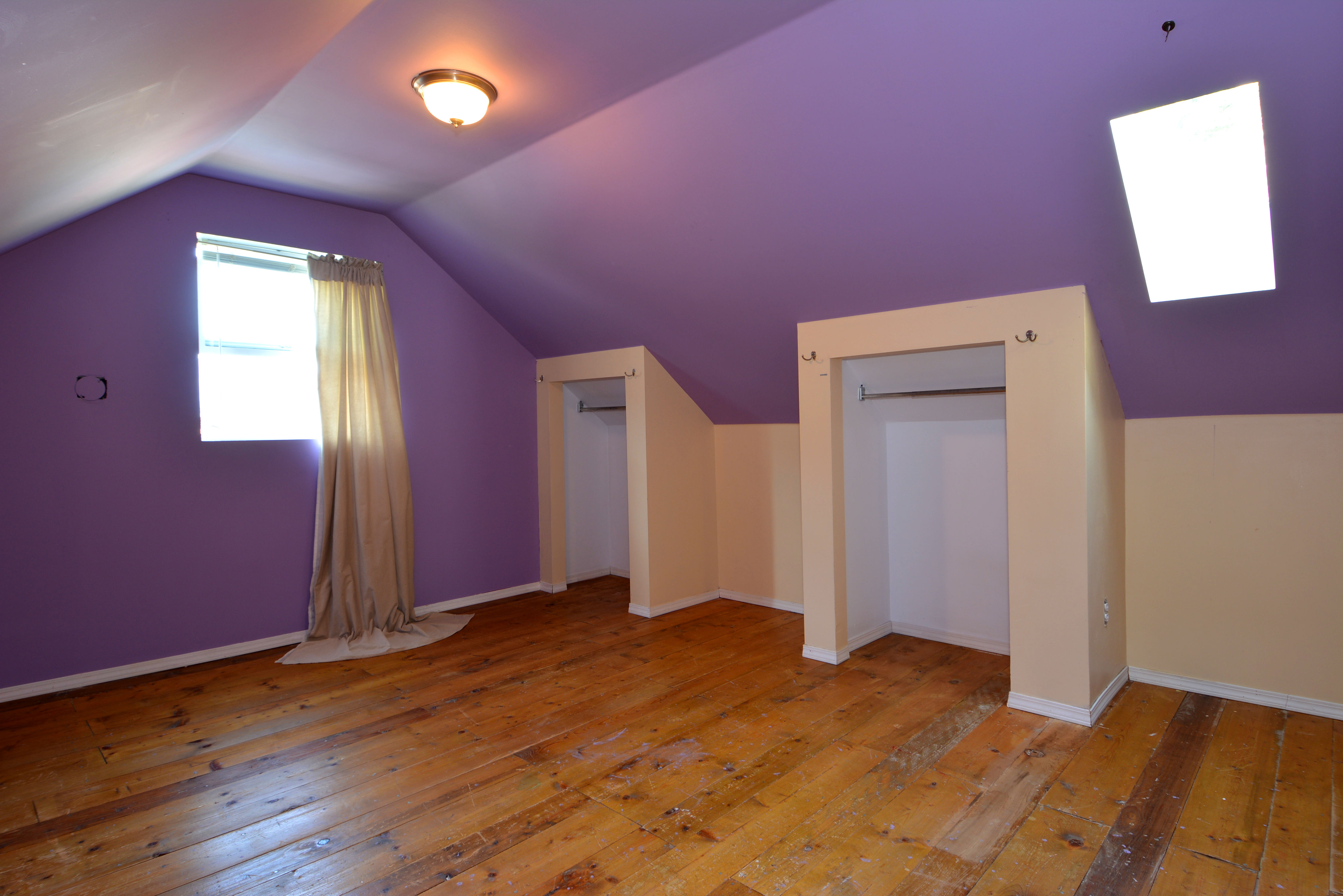 Upstairs Bedroom: 11'7 x 14'7