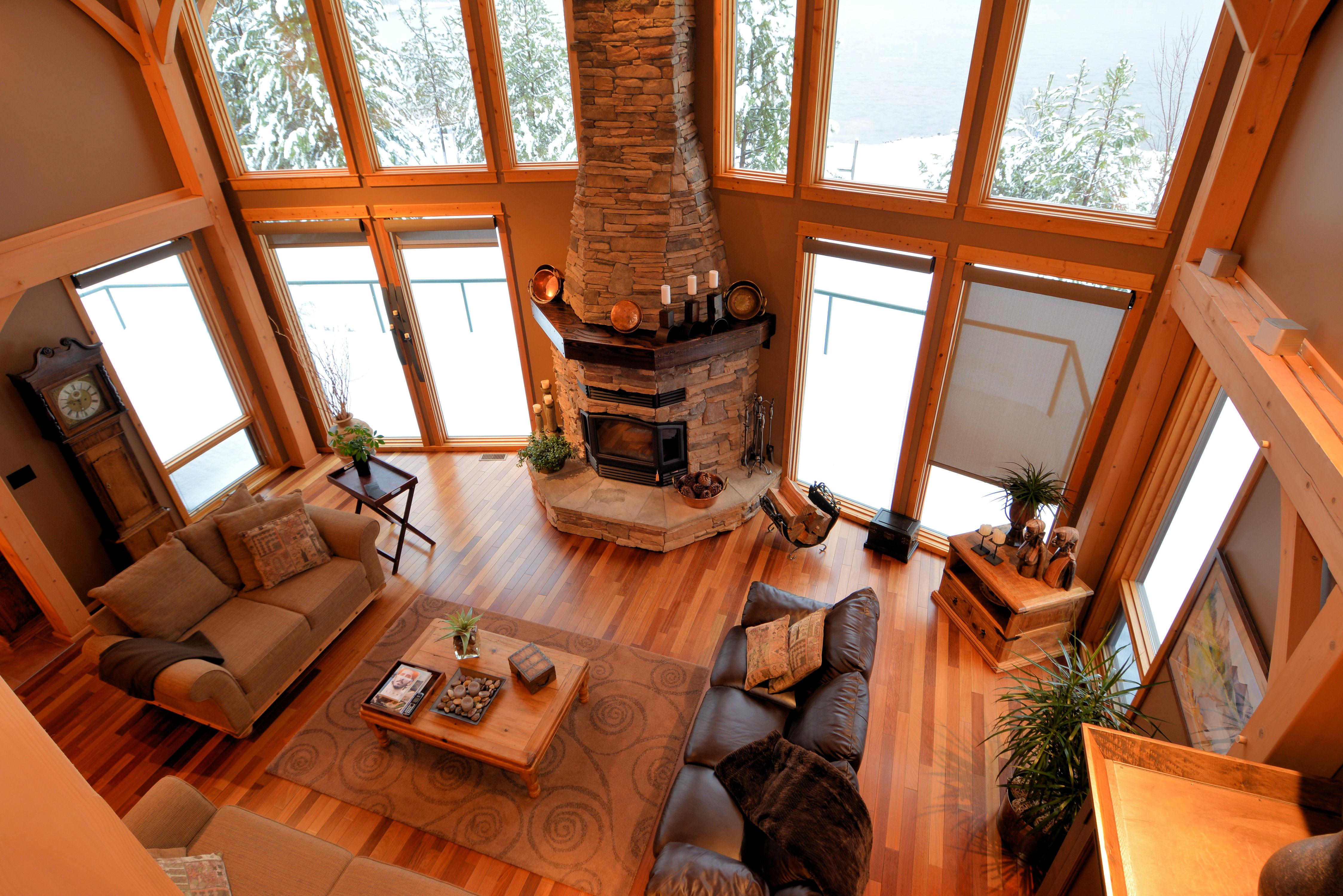 Living Room: 24' x 15'6