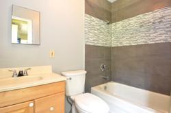 6090 Slocan River Road Suite Bathroom