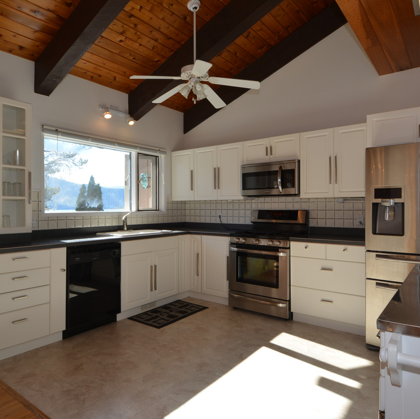 Nelson Real Estate 5578 Hwy 3A Kitchen