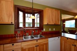 Kitchen: 8'10 x 11'
