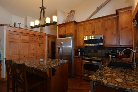 109 Kootenay Lake Road Kitchen