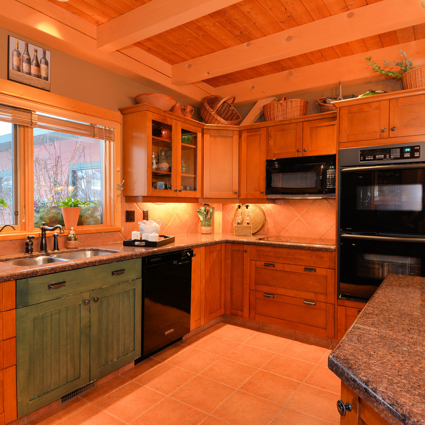 673 Kootenay Lagoon Road Kitchen1
