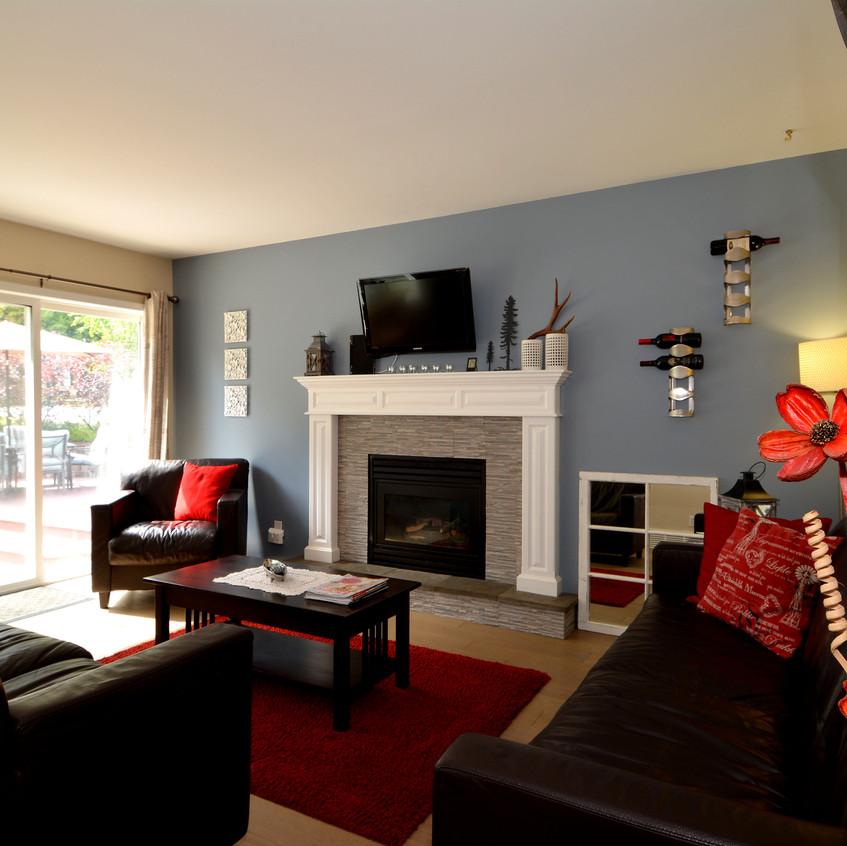 2277 Pez Road Living Room