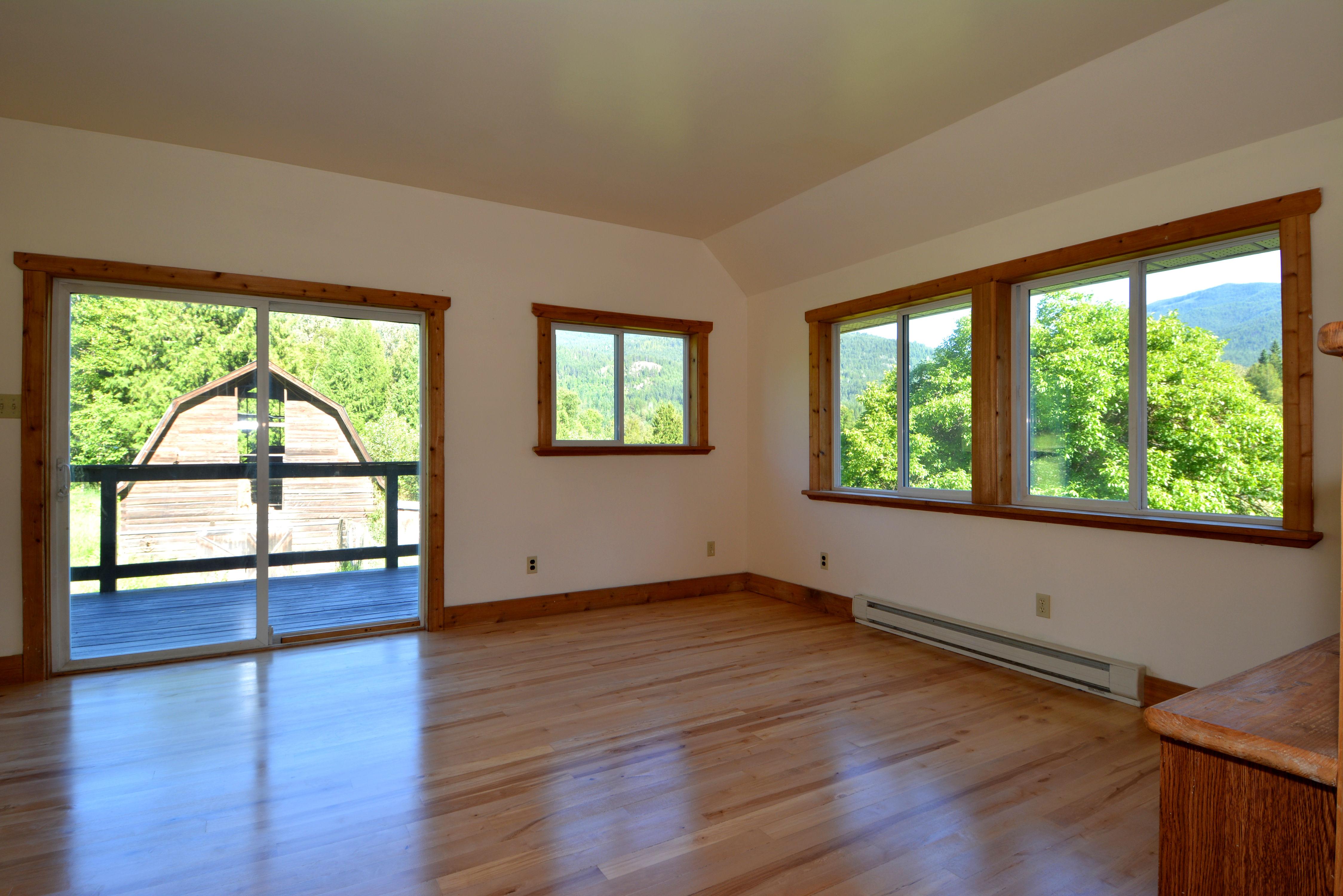 6090 Slocan River Road Living Room