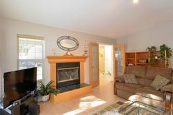 Living Room: 18' x 13'10