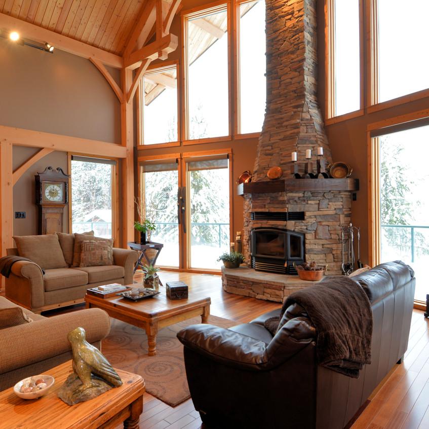 673 Kootenay Lagoon Road Living Room